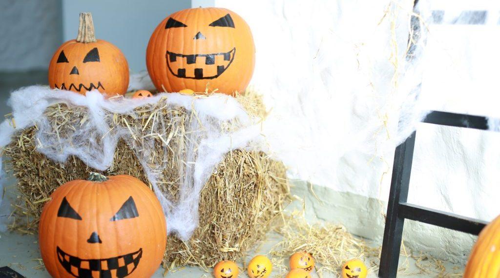 Halloweendeko Kürbis mit Gesicht